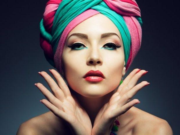 головные уборы на лето для женщин: платок розовый с бирюзовым