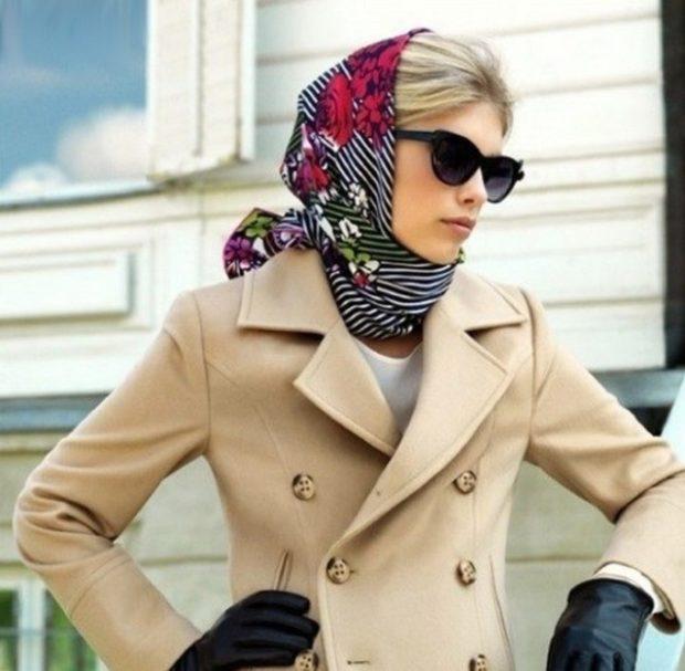 головные уборы на лето для женщин: платок полоска с цветами