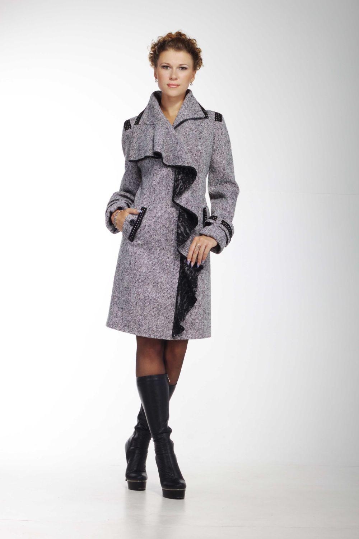 Модные образы весна 2020: пальто с декором, серое