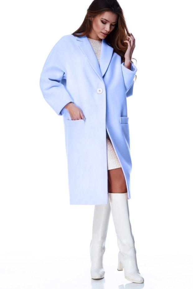 Модные образы весна 2020: пальто голубое