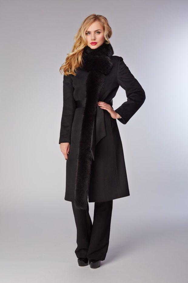образы весна 2020 женские: пальто с декором черное