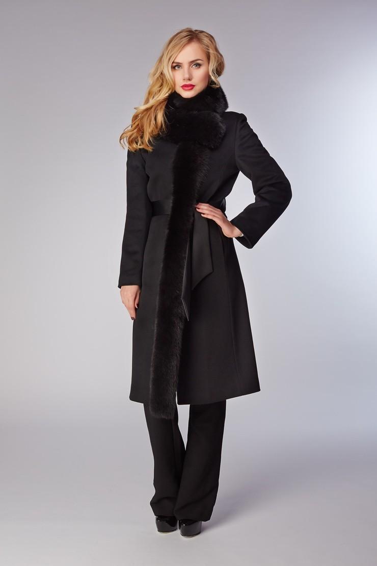 Модные образы весна 2018 на каждый день: пальто с декором, черное