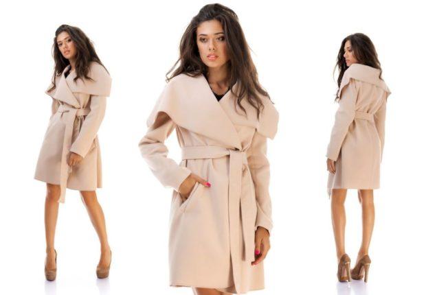 Модные образы весна 2020 на каждый день: с пальто и с широким поясом нежно розового цвета