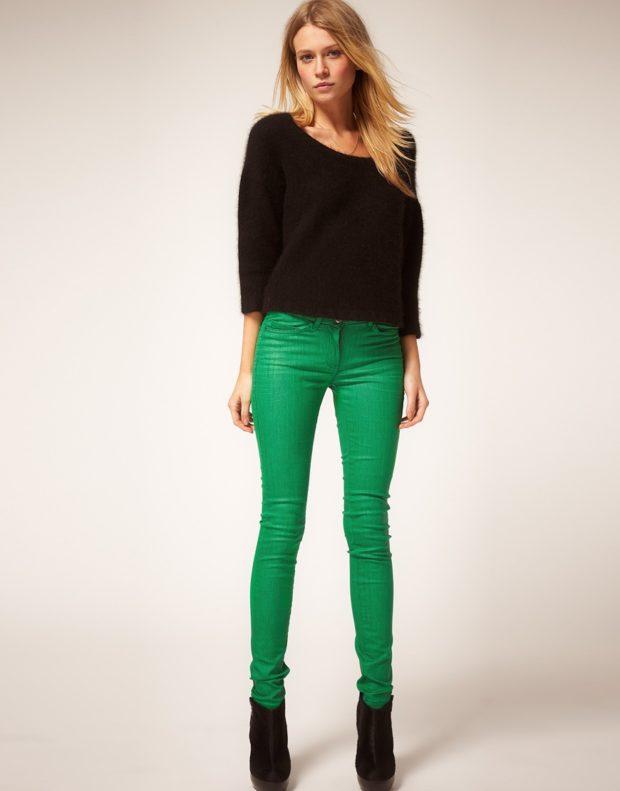 Модные образы весна 2020 на каждый день: яркие брюки,зеленые