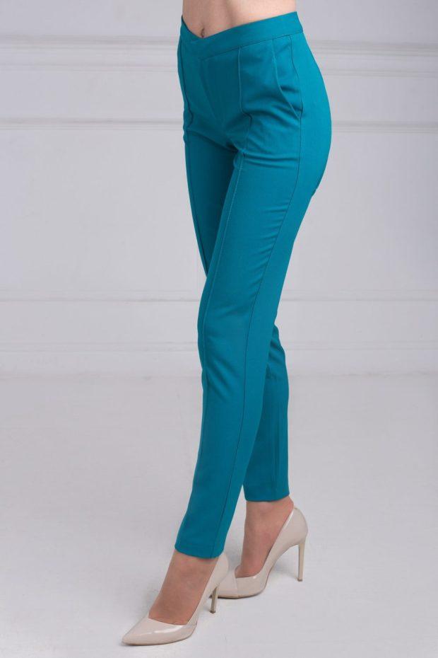 Модные образы весна 2020 на каждый день: яркие брюки,синие