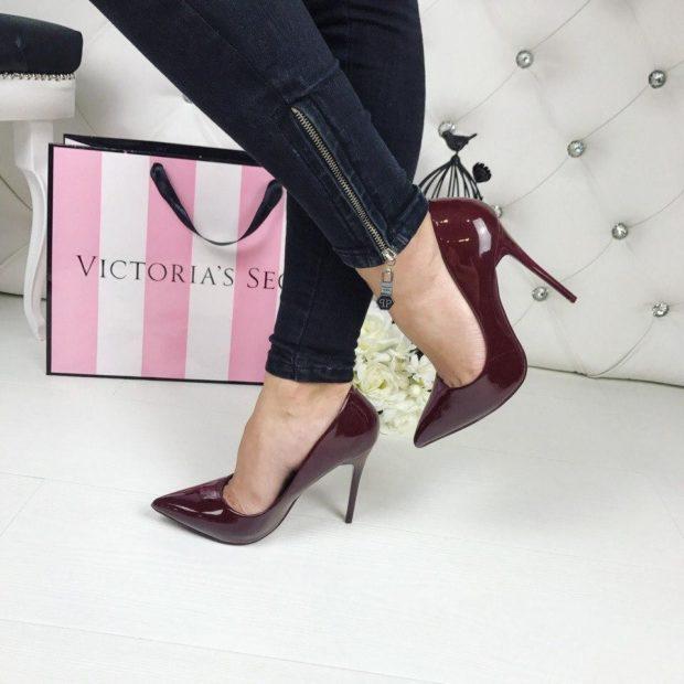 Модные туфли 2018-2019 фото: бордовые лодочки на шпильке
