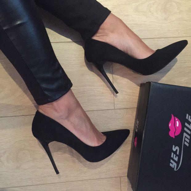 Модные туфли 2018-2019 фото: лодочки на шпильке черные замшевые