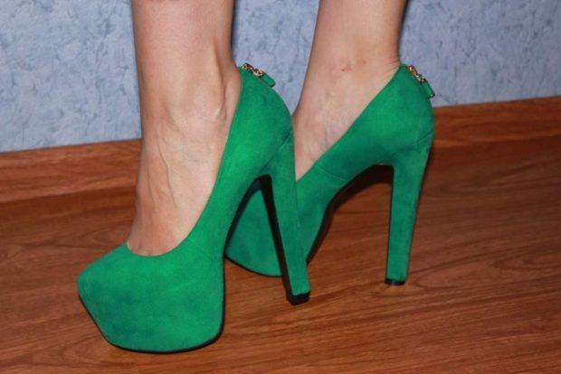 Модные туфли 2018-2019 фото: зеленые замшевые на толстом каблуке