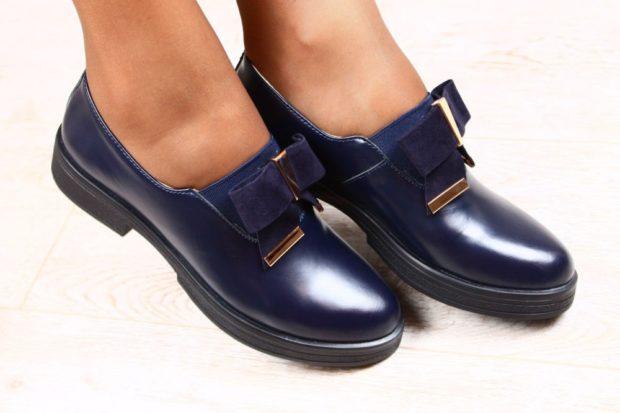 Модные туфли 2018-2019 фото: синие кожаные круглый носок с бантом
