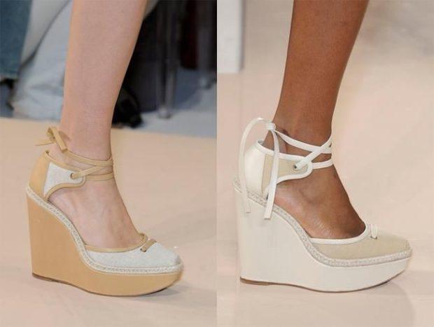 Модные туфли 2018-2019 фото: на танкетке бежевые белые со шнуровкой