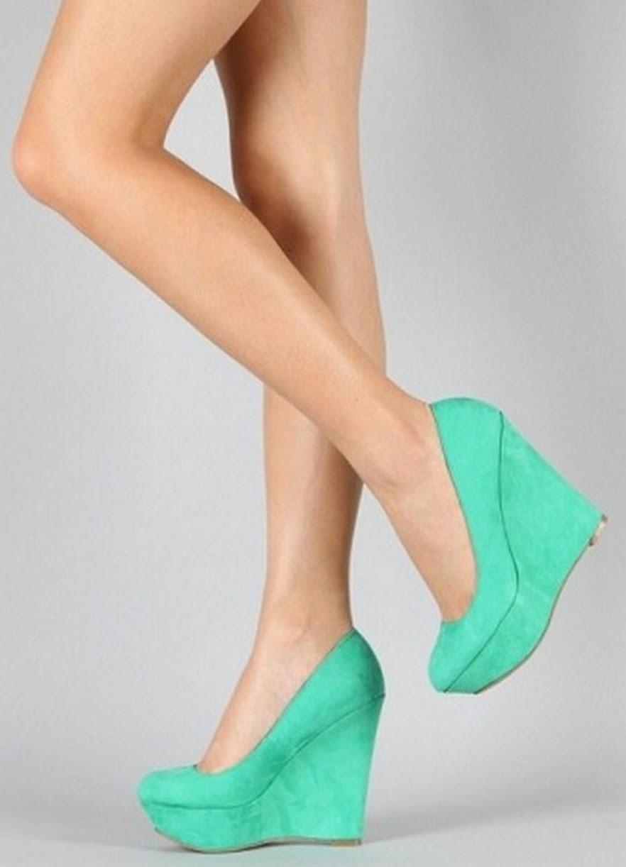 Модные туфли 2019 фото: на танкетке салатовые замшевые