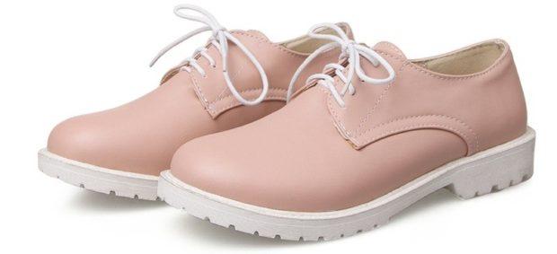 Модные туфли 2018-2019 фото: розовые на шнуровке низкий ход тракторная подошва