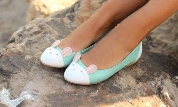 Модные туфли 2018-2019 фото: балетки светлые с мордой зайца