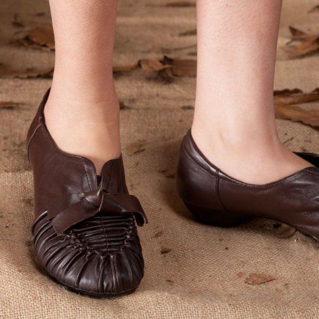 Модные туфли 2018-2019 фото: балетки коричневые с бантиком