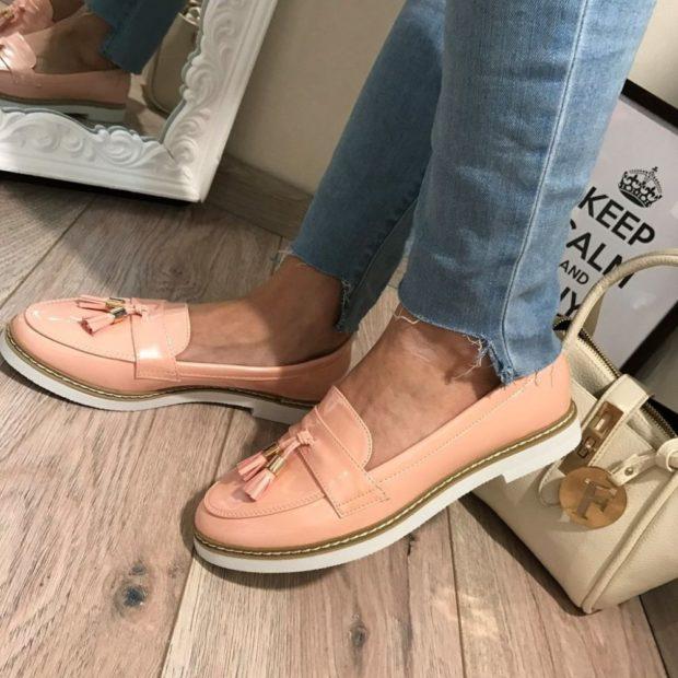 Модные туфли 2018-2019 фото: лоферы розовые подошва белая