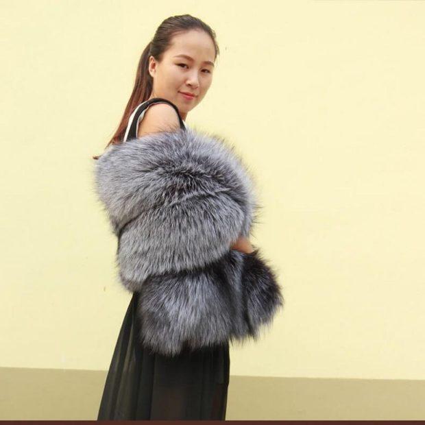 модный шарф 2018 2019: серый меховой