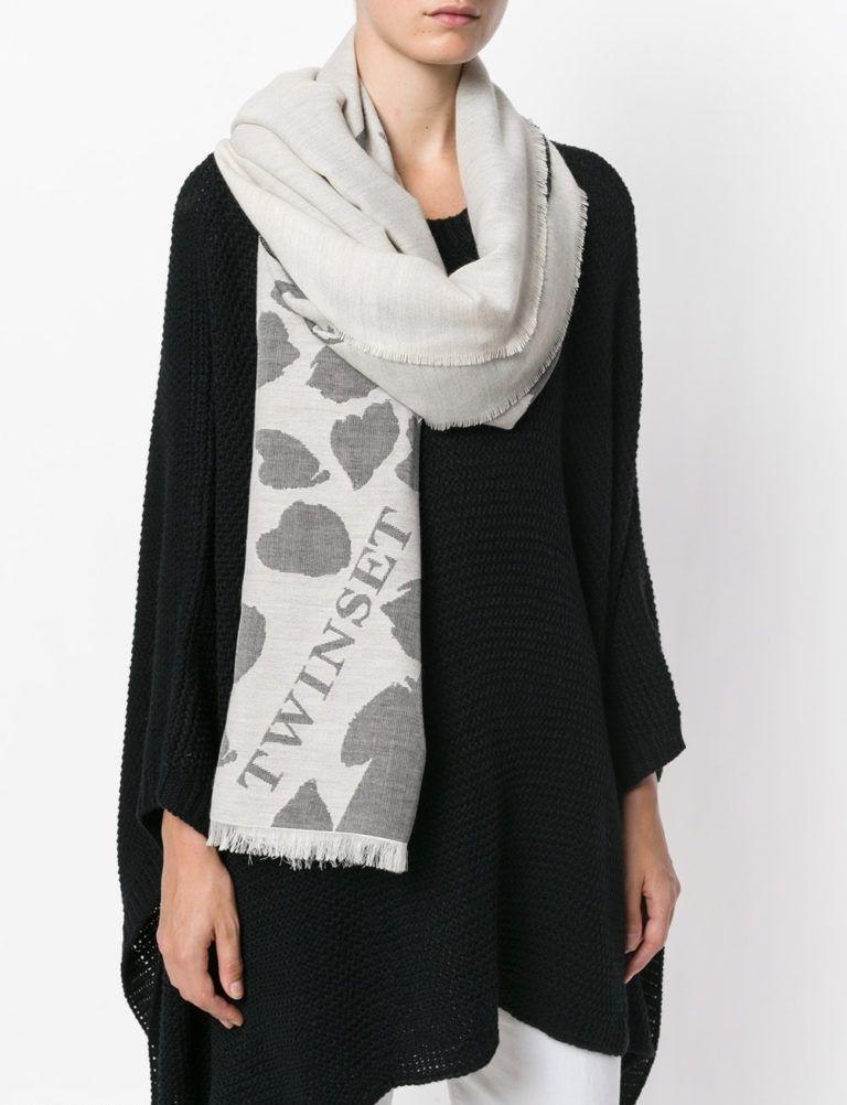 модный шарф 2018: серый вязаный шарф с рисунком