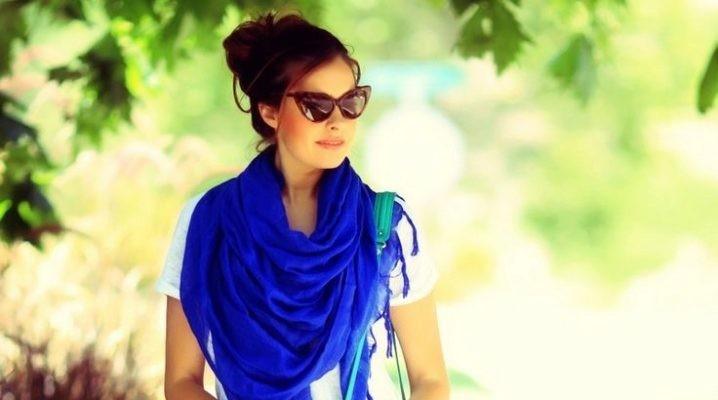 модный шарф 2018 2019: синий шарф косынка