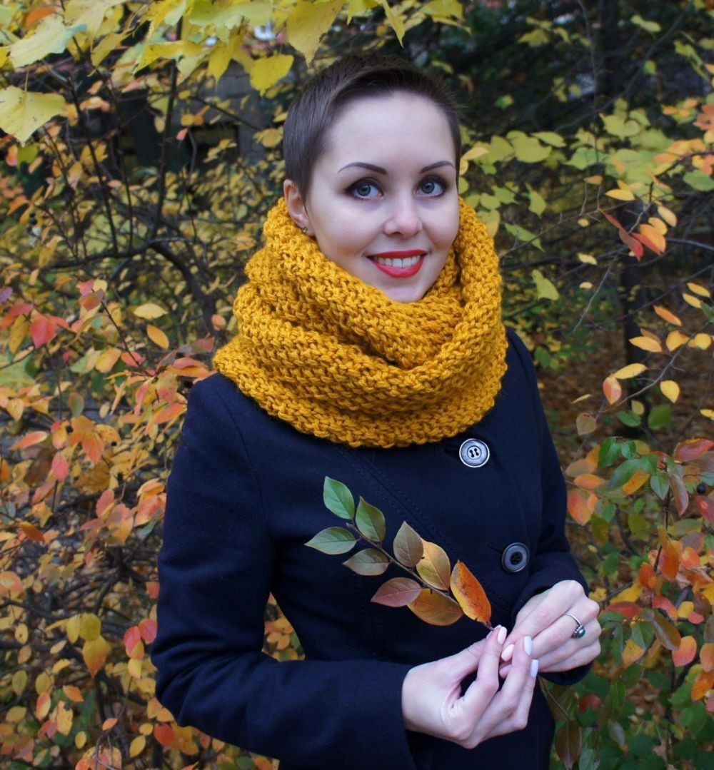 модный шарф 2018: горчичный шарф хомут
