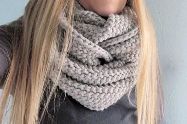 модный шарф 2018 2019: вязанный серый