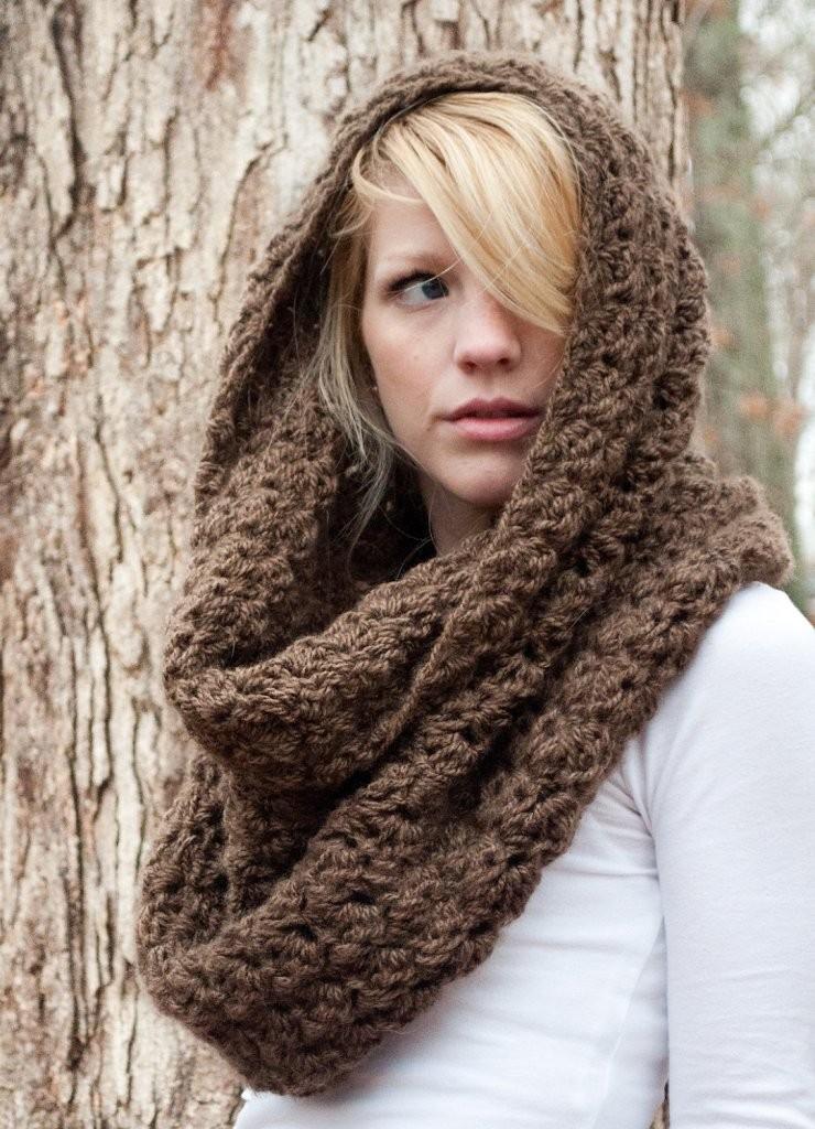 модный шарф 2018: хомут вязанный коричневый