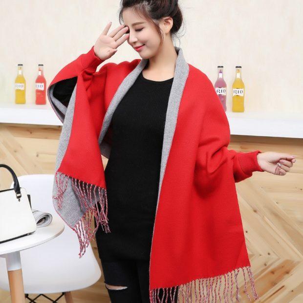 модный шарф 2018 2019: красный с серым с бахромой