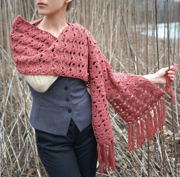 модный шарф 2018 2019: шарф ажурный коралловый