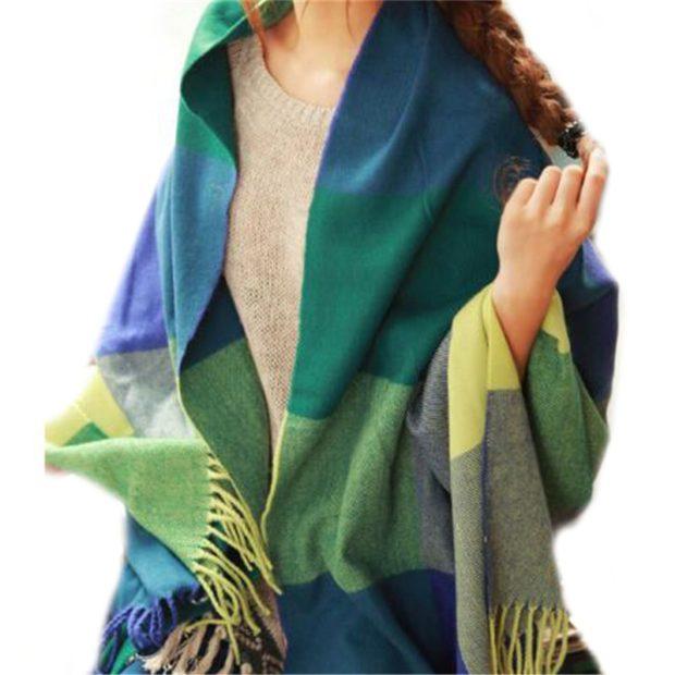 модный шарф 2018 2019: с бахромой платок зеленый с синим