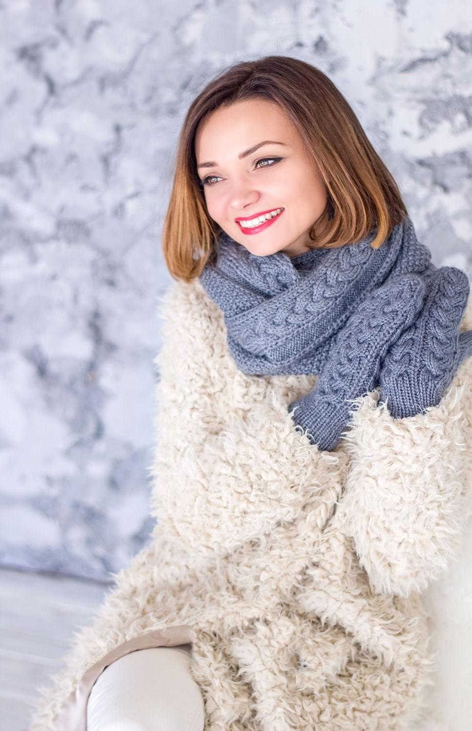 модный шарф 2018: шарф синий вязаный