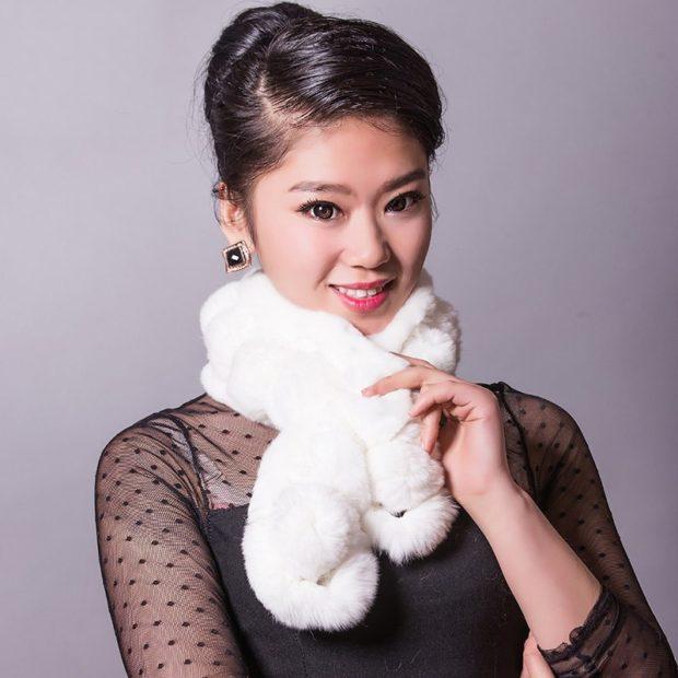 модный шарф 2018 2019: меховой белый небольшой