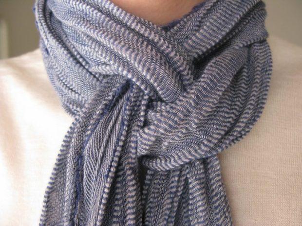модный шарф 2018 2019: шарф завязанный в узел