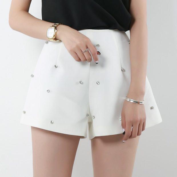 модные шорты 2019-2020: белые клеша высокая талия