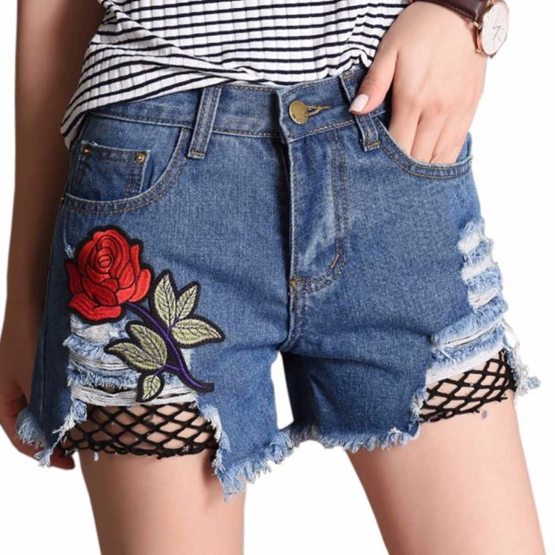 модные женские шорты 2019: джинсовые с розой вышитой