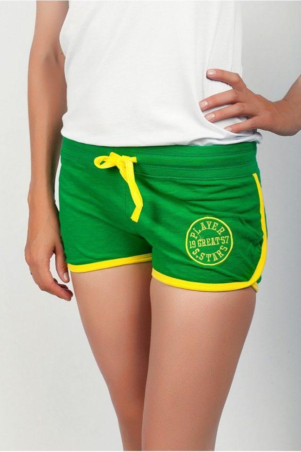 спортивные зеленые с желтым короткие