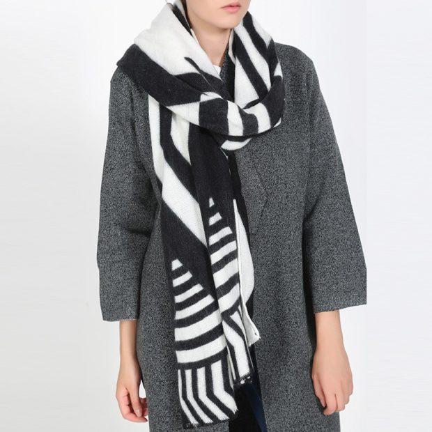 как носить палантин: полосатый как шарф