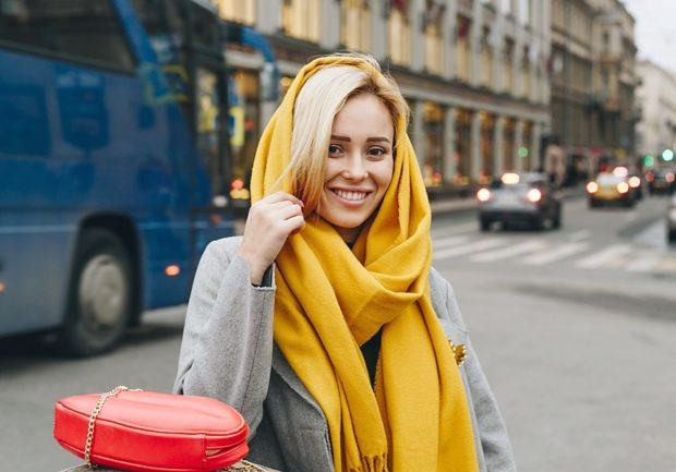 как носить палантин: желтый как косынка на голову