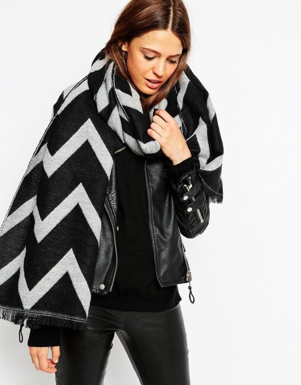 палантин как носить: в принт на куртку кожаную