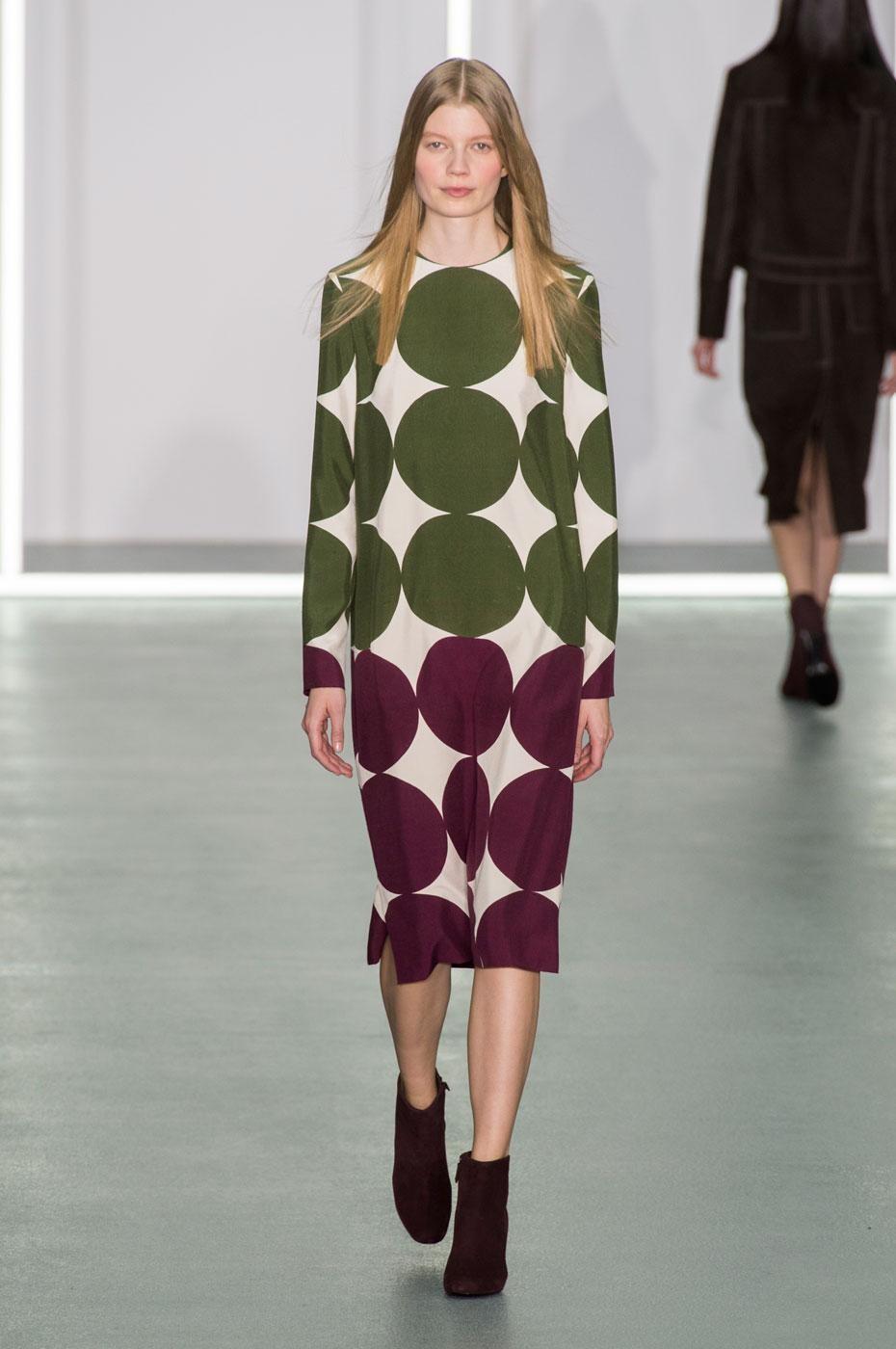 платья 2018 года модные тенденции фото: в горох зеленый сиреневый