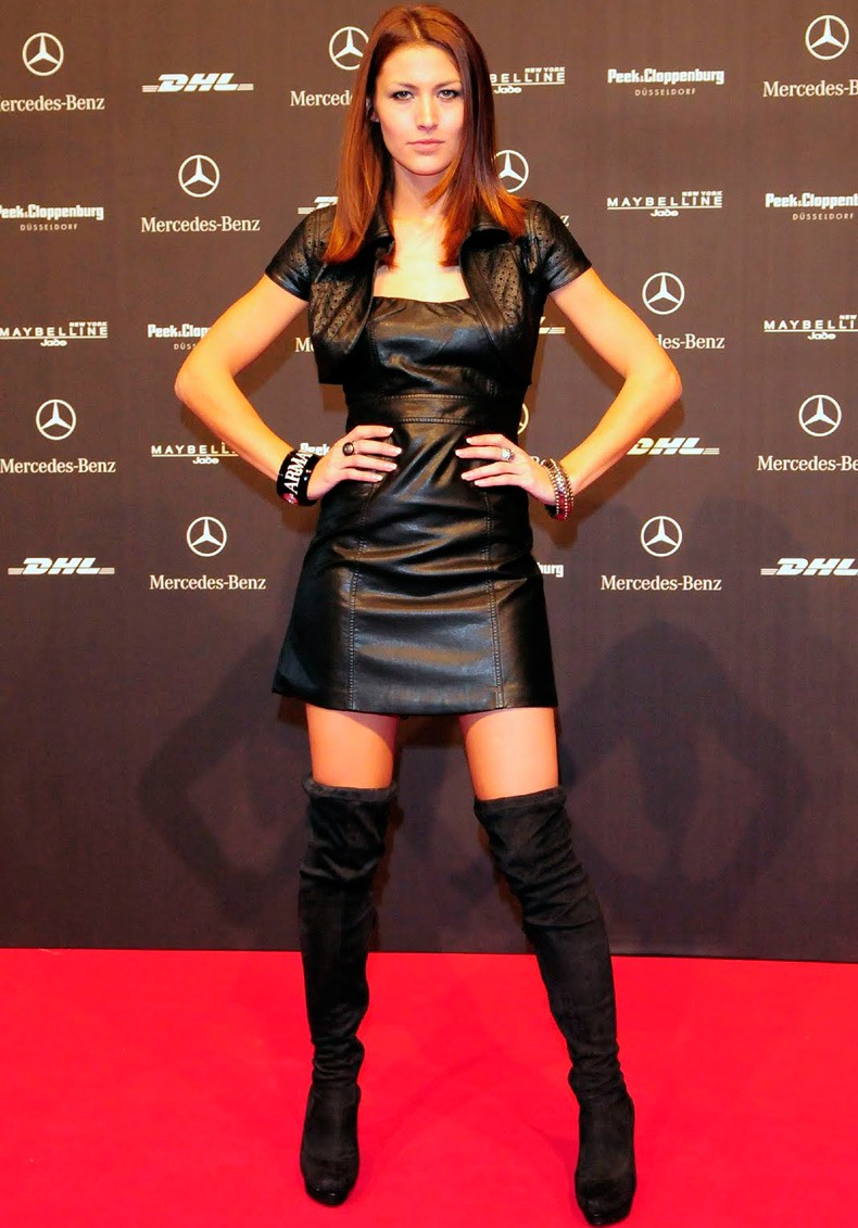 платья 2018: кожаное черное короткое