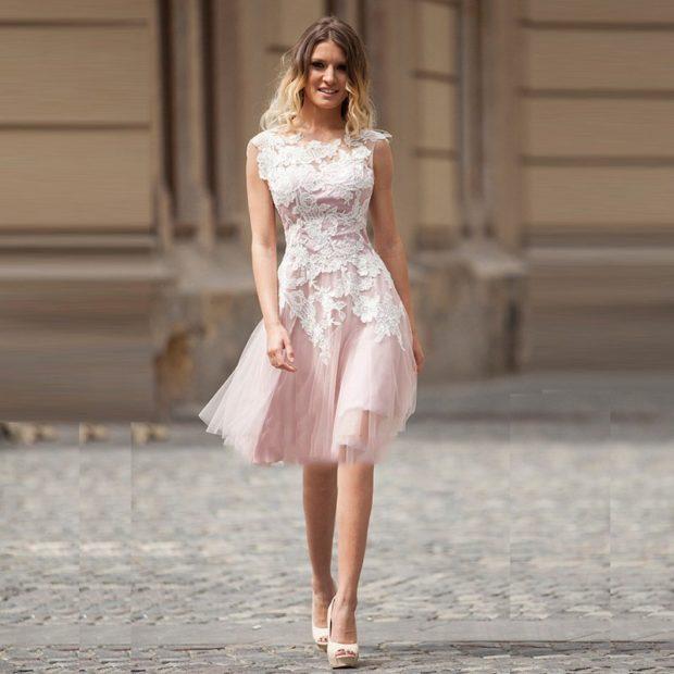 платья 2018: легкое розовое с кружевом