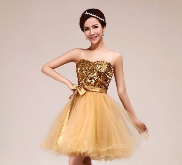 платья на выпускной 2018 2019 фото 9 класс: золотое короткое пвшная юбка