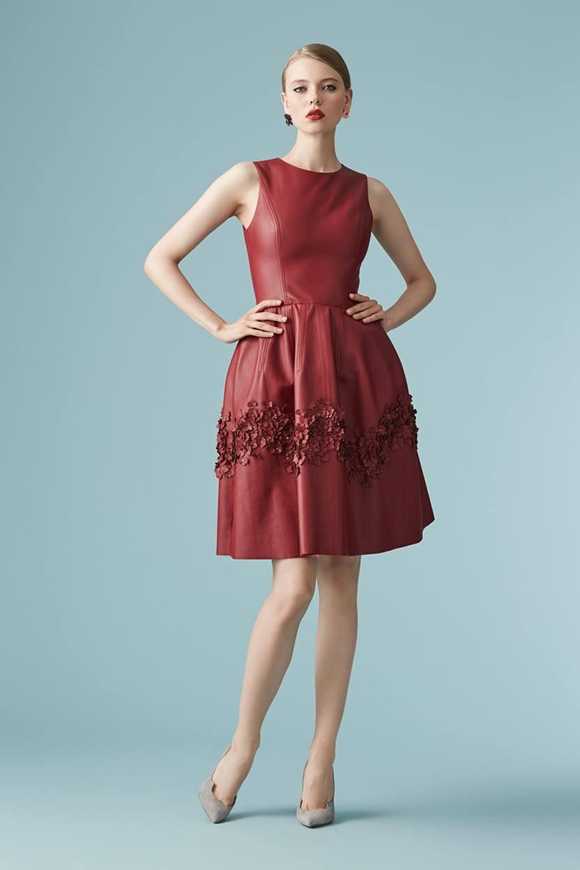 красивые платья на выпускной 9 класс самые красивые: платье красное без рукава по колено