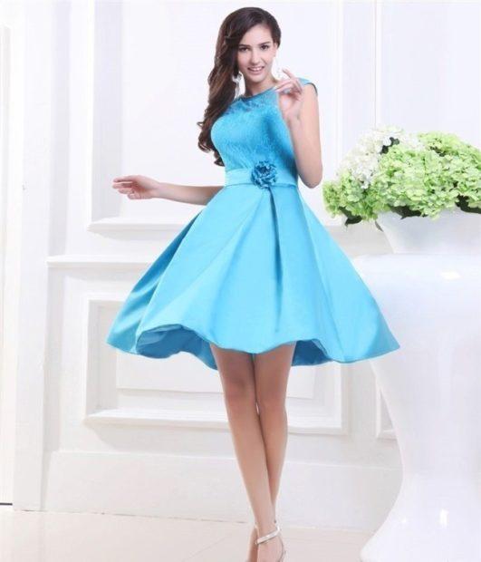 платья на выпускной 2018 2019 9 класс фото: голубое открытые плечи короткое