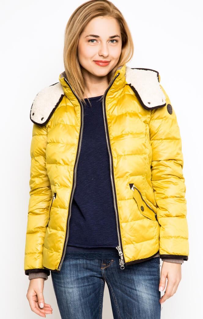 Пуховики с чем носить: короткий желтый под джинсы