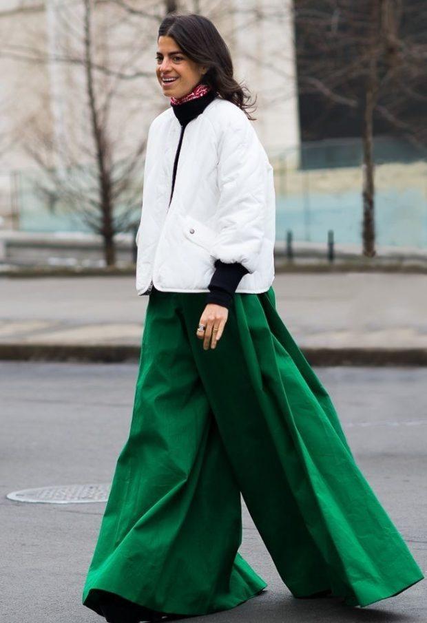 с чем носят пуховик: короткий белый под брюки зеленые широкие