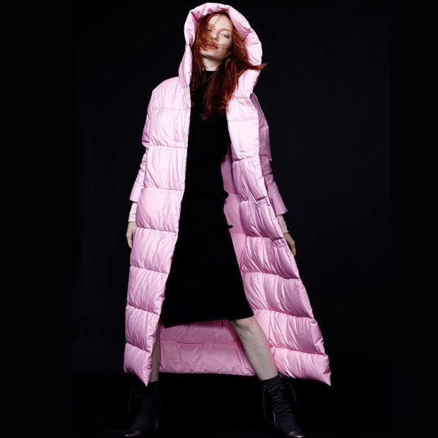 Пуховики с чем носить: длинный  розовый под платье черное