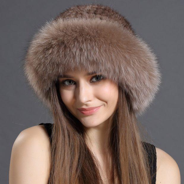 с чем носить пуховик до колена: с шапкой из меха натурального