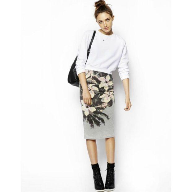 с чем носить серую юбку: миди в принт в белую кофту