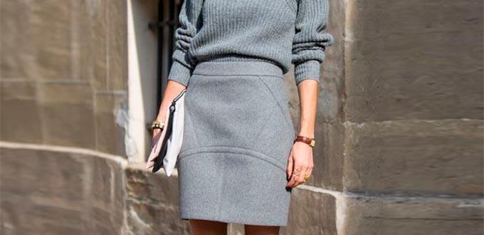 с чем носить серую юбку: короткая под кофту в тон