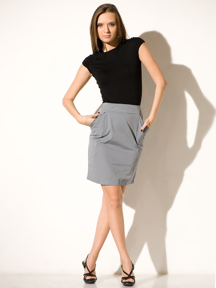 с чем носить серую юбку: классическая по колено